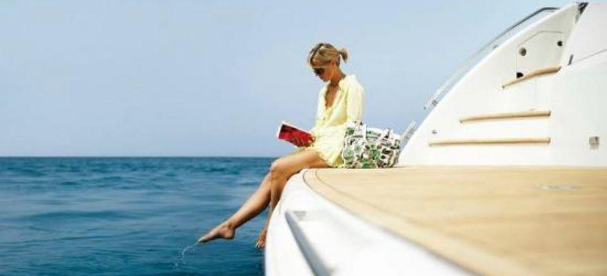 M/Y Ferretti Full Day Cruise